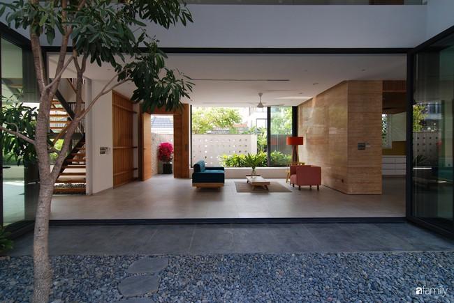 Resort thu nhỏ trong biệt thự 3 tầng với góc nào cũng có ánh sáng và cây xanh sang chảnh ở TP. HCM - Ảnh 7.
