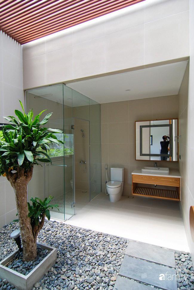 Resort thu nhỏ trong biệt thự 3 tầng với góc nào cũng có ánh sáng và cây xanh sang chảnh ở TP. HCM - Ảnh 10.