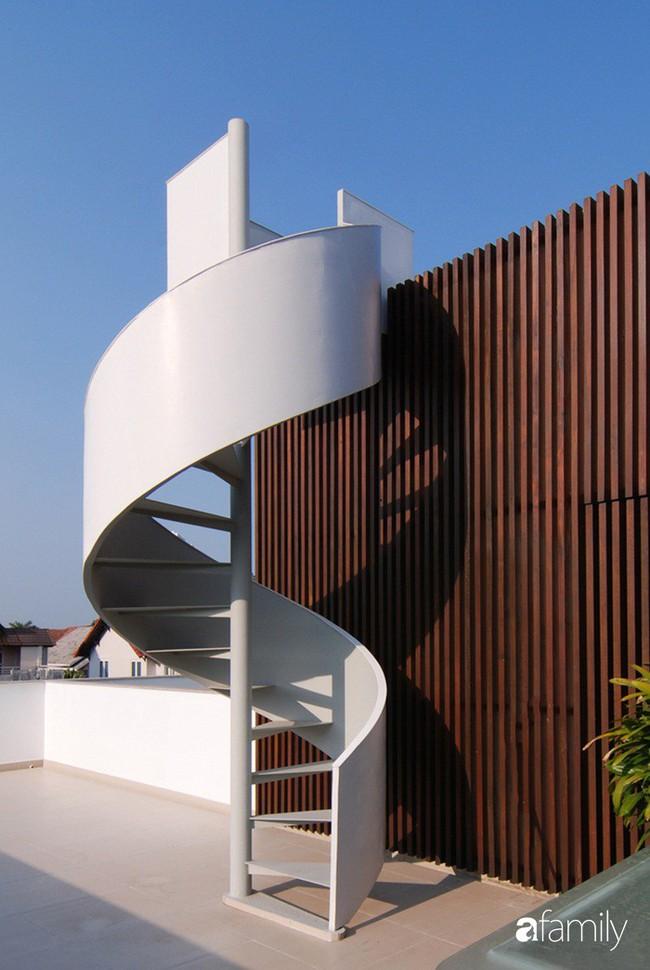Resort thu nhỏ trong biệt thự 3 tầng với góc nào cũng có ánh sáng và cây xanh sang chảnh ở TP. HCM - Ảnh 14.