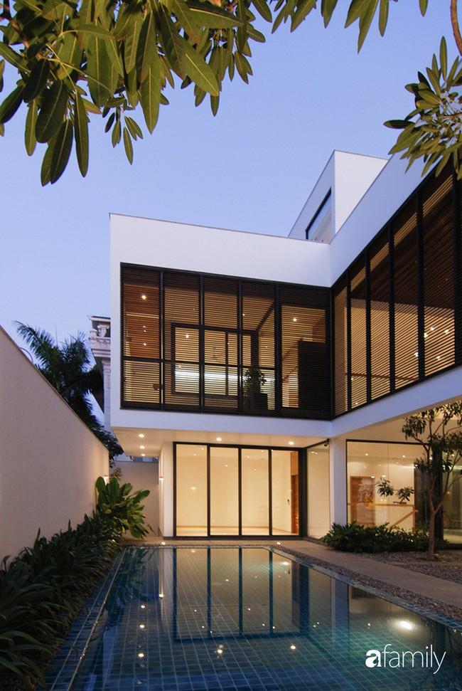 Resort thu nhỏ trong biệt thự 3 tầng với góc nào cũng có ánh sáng và cây xanh sang chảnh ở TP. HCM - Ảnh 11.