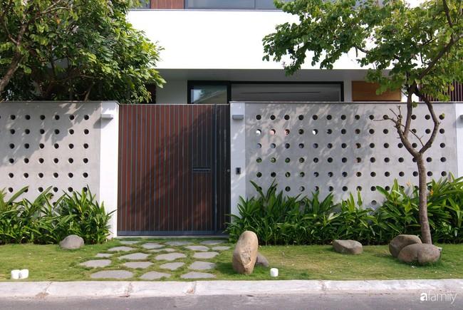 Resort thu nhỏ trong biệt thự 3 tầng với góc nào cũng có ánh sáng và cây xanh sang chảnh ở TP. HCM - Ảnh 2.