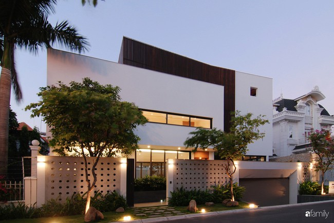 Resort thu nhỏ trong biệt thự 3 tầng với góc nào cũng có ánh sáng và cây xanh sang chảnh ở TP. HCM - Ảnh 1.