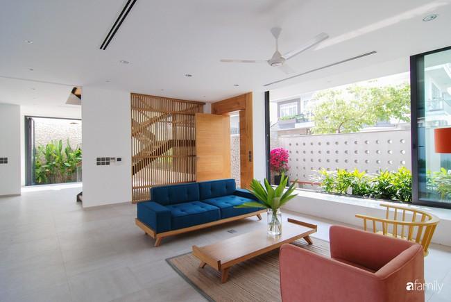 Resort thu nhỏ trong biệt thự 3 tầng với góc nào cũng có ánh sáng và cây xanh sang chảnh ở TP. HCM - Ảnh 6.