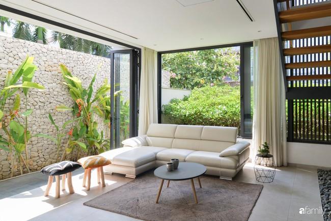 Resort thu nhỏ trong biệt thự 3 tầng với góc nào cũng có ánh sáng và cây xanh sang chảnh ở TP. HCM - Ảnh 5.
