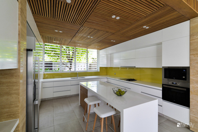 Resort thu nhỏ trong biệt thự 3 tầng với góc nào cũng có ánh sáng và cây xanh sang chảnh ở TP. HCM - Ảnh 9.