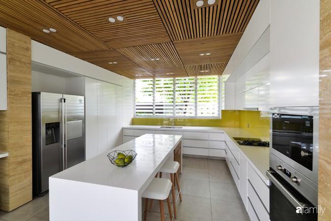 Resort thu nhỏ trong biệt thự 3 tầng với góc nào cũng có ánh sáng và cây xanh sang chảnh ở TP. HCM - Ảnh 8.