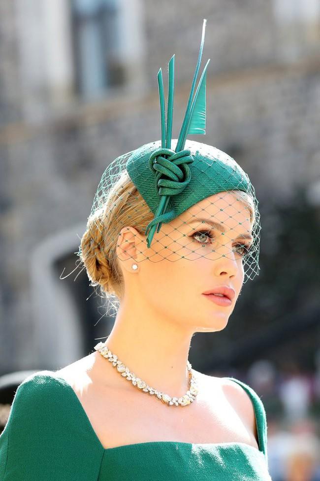 Công chúa Charlotte được dự đoán sẽ là mỹ nhân vạn người mê trong tương lai khi cộng đồng mạng phát hiện cô bé giống y hệt nhân vật này - Ảnh 4.