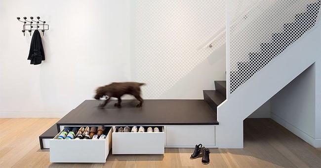 Sử dụng không gian dưới cầu thang một cách siêu thông minh giúp bạn lưu trữ hiệu quả - Ảnh 10.