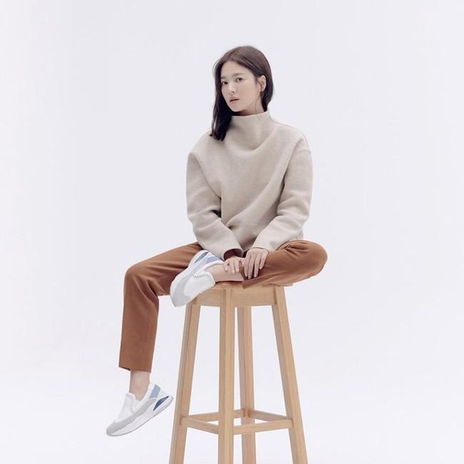 Trong khi Song Joong Ki biến mất tăm thì Song Hye Kyo liên tục xuất hiện với hình ảnh mới, gầy nhưng vẫn xinh đẹp cực phẩm  - Ảnh 3.