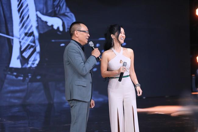"""""""Ký ức vui vẻ"""": MC Lại Văn Sâm tố Hồng Nhung làm lố sóng trực tiếp đón giao thừa  - Ảnh 5."""