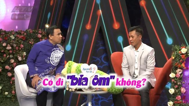 """""""Bạn muốn hẹn hò"""": Cô gái gốc Hoa """"gây lộn"""" từ MC tới quay phim, đòi rút móng bạn trai nếu còn đi bia ôm - Ảnh 5."""