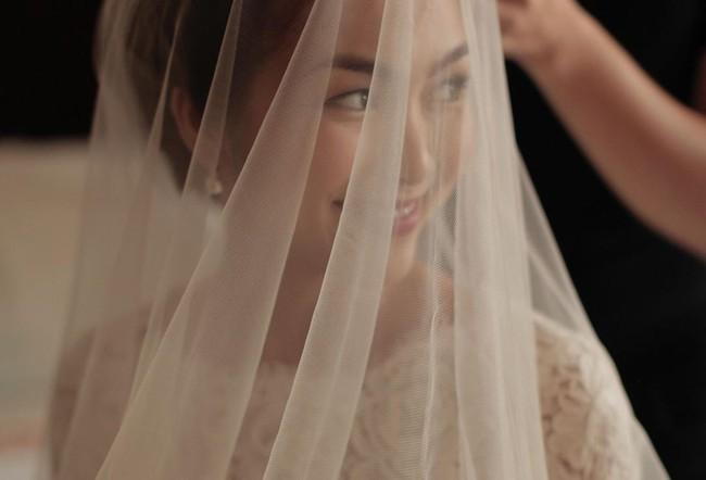 """Đến bây giờ, bí mật về chiếc váy cưới của Hà Tăng từ 7 năm trước mới khiến dân tình """"ngã ngửa"""" - Ảnh 4."""
