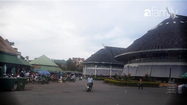 """Cuối năm, """"săn"""" hàng Thái Lan sang xịn giá hời ở chợ Lao Bảo, có món giá chỉ bằng một nửa thị trường - Ảnh 8."""