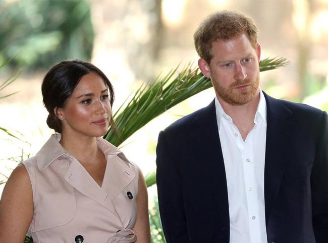 Vợ chồng Hoàng tử Harry căng thẳng vì Meghan Markle kiên quyết đến Mỹ sống gần mẹ đẻ - Ảnh 1.