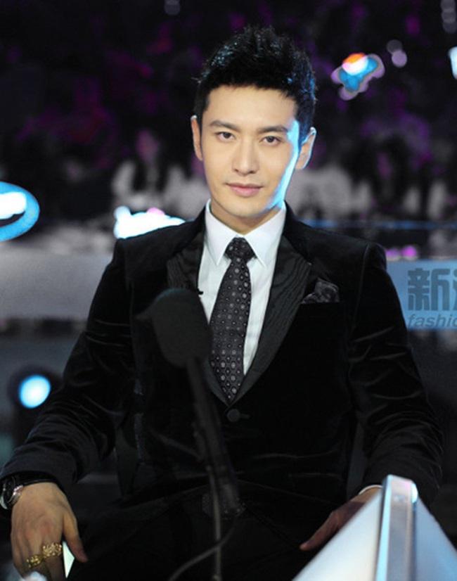 Vương Nhất Bác cười ngượng ngùng khi được đàn anh Huỳnh Hiểu Minh khen nức nở - Ảnh 6.