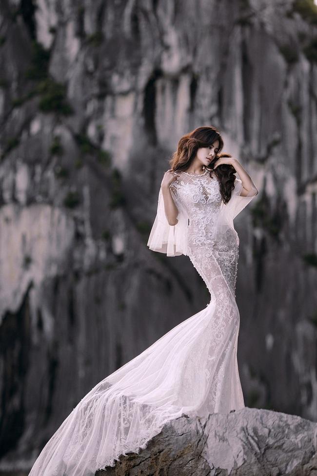Vũ Thu Phương diện váy ôm cơ thể, khoe vóc dáng giữa thiên nhiên - Ảnh 3.