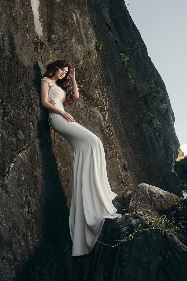 Vũ Thu Phương diện váy ôm cơ thể, khoe vóc dáng giữa thiên nhiên - Ảnh 5.