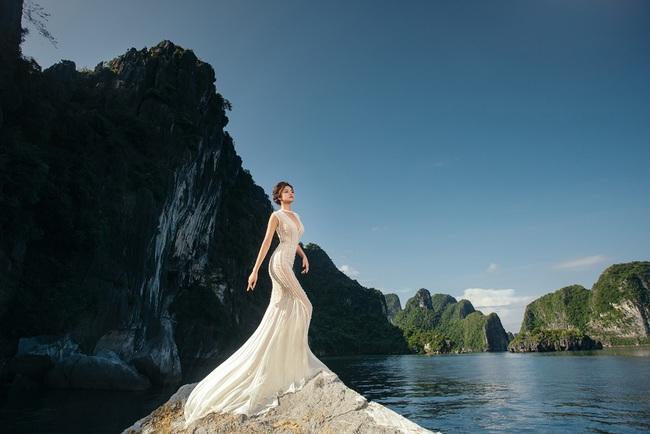 Vũ Thu Phương diện váy ôm cơ thể, khoe vóc dáng giữa thiên nhiên - Ảnh 10.