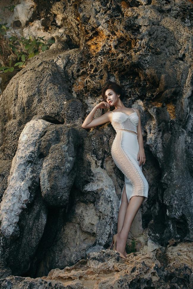 Vũ Thu Phương diện váy ôm cơ thể, khoe vóc dáng giữa thiên nhiên - Ảnh 9.