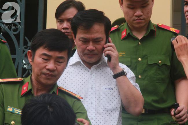 """Vụ """"nựng"""" bé gái 8 tuổi trong thang máy: Bác kháng cáo, tuyên phạt Nguyễn Hữu Linh 18 tháng tù giam - Ảnh 3."""
