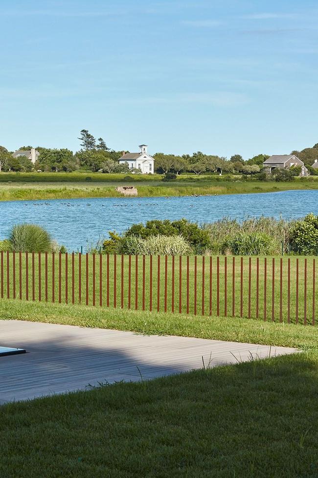 15 ý tưởng lắp hàng rào để vừa tăng cường an toàn lại vừa giúp ngôi nhà thêm phần phong cách - Ảnh 13.