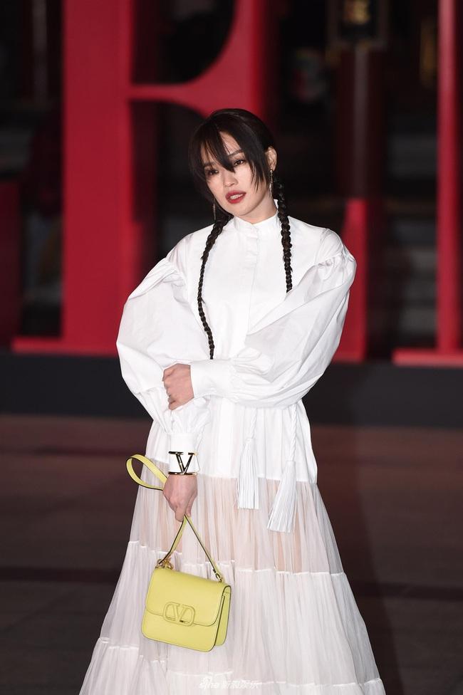 """Thảm đỏ nóng nhất Cbiz đêm nay: """"Thần chết"""" Lee Dong Wook cùng Rose (Black Pink) nổi bật giữa dàn sao Hoa ngữ - Ảnh 7."""