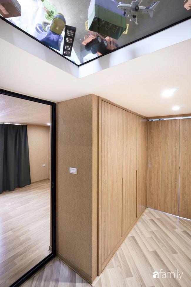 """Ngôi nhà 2 tầng mái dốc với trần bằng gỗ """"ẩn mình"""" trong căn hộ chung cư 103m2 ở Hà Nội - Ảnh 19."""
