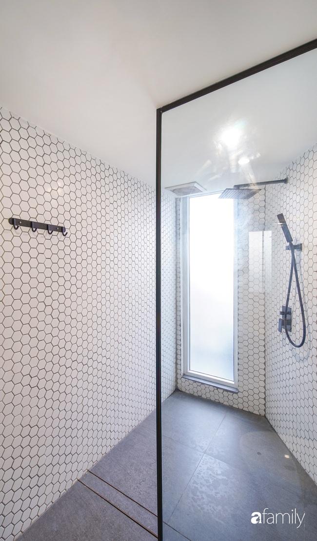 """Ngôi nhà 2 tầng mái dốc với trần bằng gỗ """"ẩn mình"""" trong căn hộ chung cư 103m2 ở Hà Nội - Ảnh 18."""