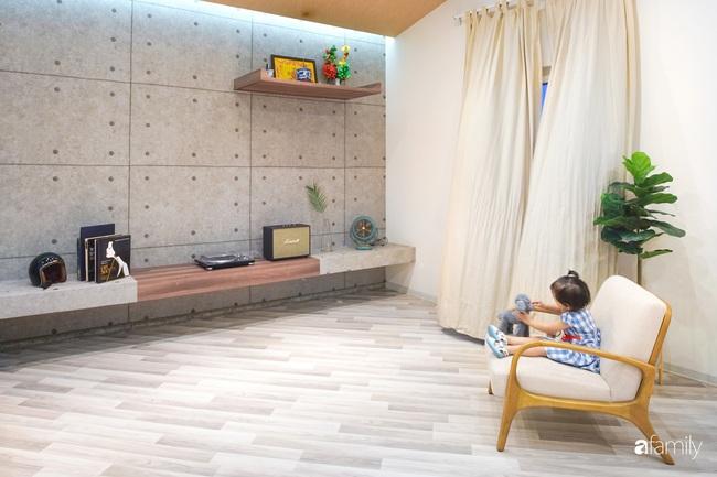 """Ngôi nhà 2 tầng mái dốc với trần bằng gỗ """"ẩn mình"""" trong căn hộ chung cư 103m2 ở Hà Nội - Ảnh 7."""