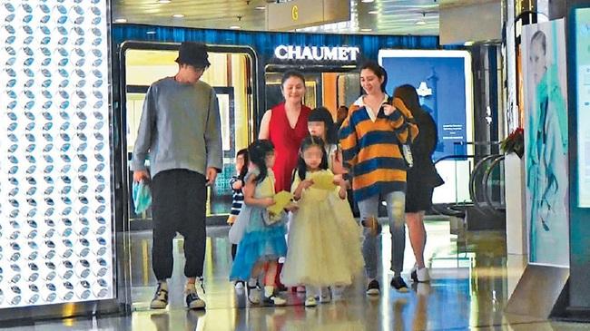 Gia đình Trương Đan Phong và Hồng Hân khoe tình cảm ngọt ngào nơi đông người, gián tiếp phủ nhận tin đồn hôn nhân đổ vỡ - Ảnh 2.