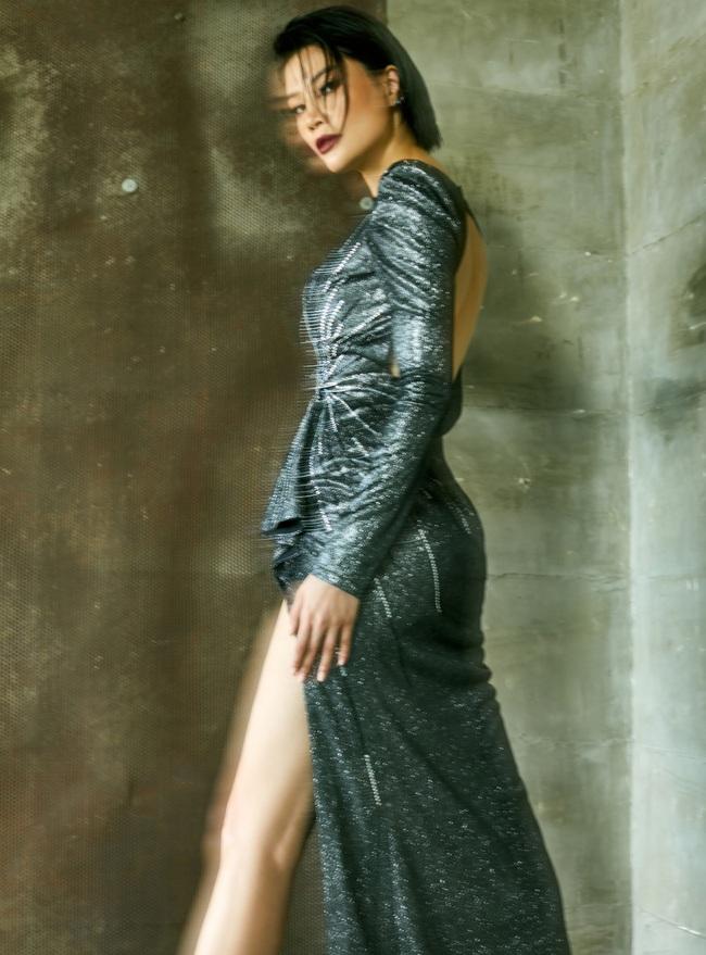 Sau 25 năm rời xa sàn diễn, siêu mẫu Vũ Cẩm Nhung trở lại ngoạn mục với bộ ảnh chung cùng cựu Hoa hậu Trần Bảo Ngọc  - Ảnh 2.