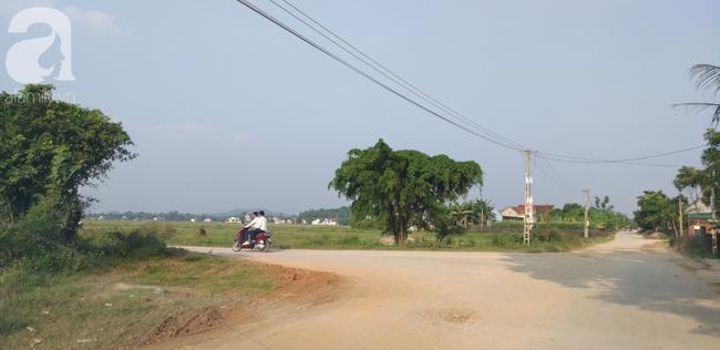 Lối đi về nhà bé gái cách hiện trường khoảng 3km