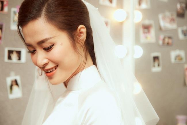 Cô dâu Đông Nhi đẹp dịu dàng và e ấp trong ngày trọng đại với chú rể Ông Cao Thắng - Ảnh 3.