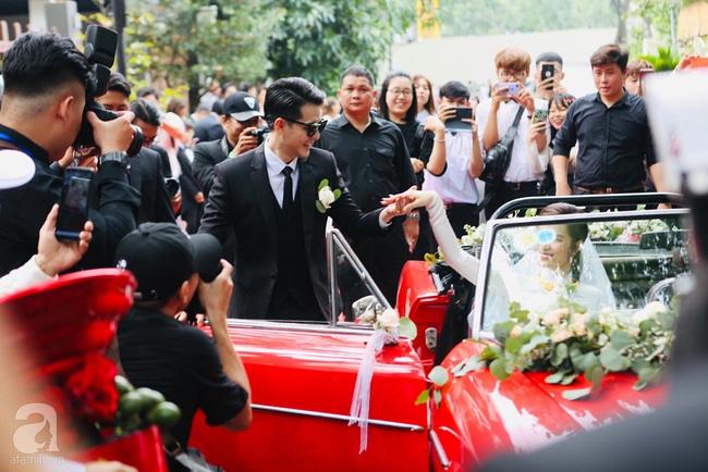 Lễ rước dâu Đông Nhi - Ông Cao Thắng: Cô dâu chú rể đã về nhà trai, khoảnh khắc lãng mạn khiến ai cũng ghen tị - Ảnh 2.
