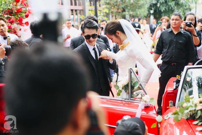 Lễ rước dâu Đông Nhi - Ông Cao Thắng: Cô dâu chú rể đã về nhà trai, khoảnh khắc lãng mạn khiến ai cũng ghen tị - Ảnh 3.