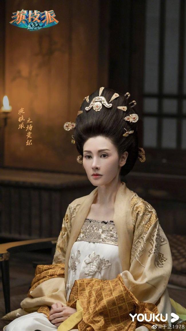 """""""Hoa hậu đẹp nhất Hồng Kông"""" Lý Gia Hân lộ dấu hiệu lão hóa ở ngưỡng tuổi 50 khi tái xuất showbiz - Ảnh 8."""