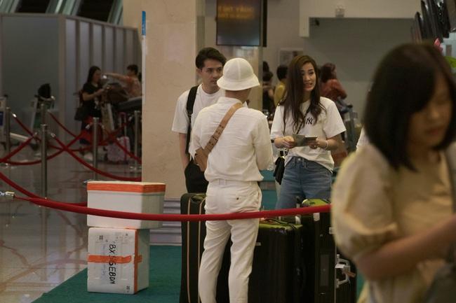 Hình ảnh hiếm hoi tại sân bay ra Phú Quốc của Đông Nhi - Ông Cao Thắng trước đám cưới, bất ngờ nhất là sự xuất hiện của những nhân vật này - Ảnh 3.