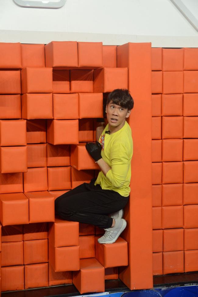 Lê Giang - Lan Phương treo lơ lửng trên bức tường thành, Đại Nghĩa thích thú cười tít mắt - Ảnh 5.
