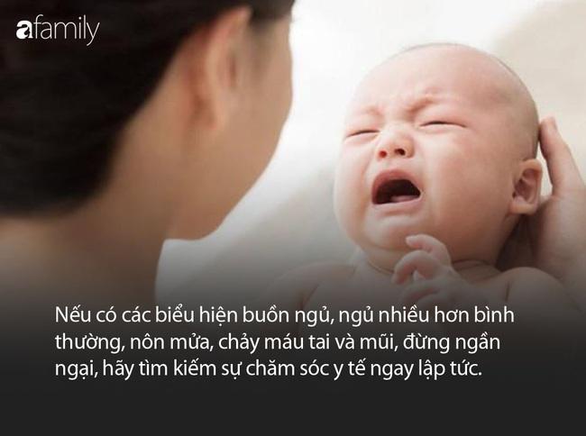 Bé trai 6 tháng tuổi ngã từ trên giường xuống đất, hành động của người bà đã khiến cháu tử vong ngay sau đó - Ảnh 4.