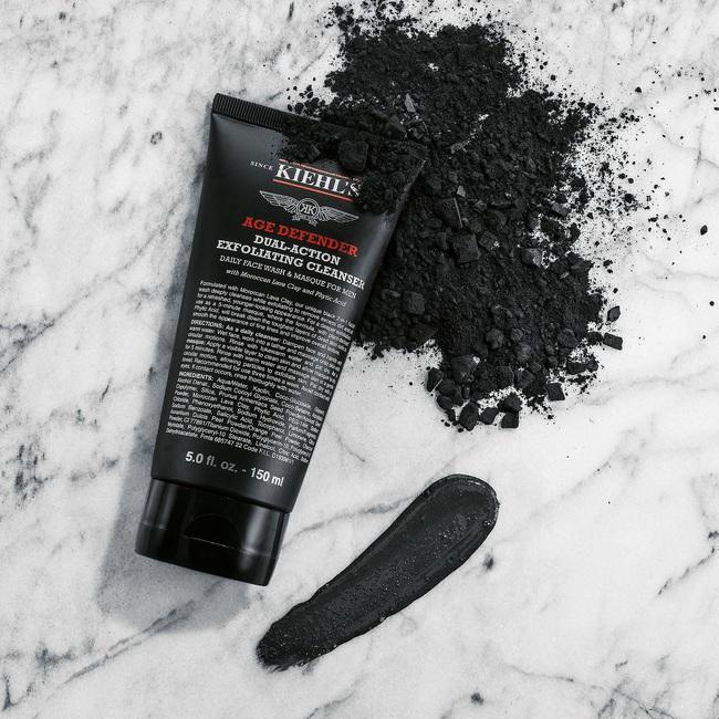 Bắt chước nàng mẫu siêu vòng 1 Emily Ratajkowski dùng 6 món skincare sau, biết đâu da bạn cũng căng mướt như da cô ấy - Ảnh 3.