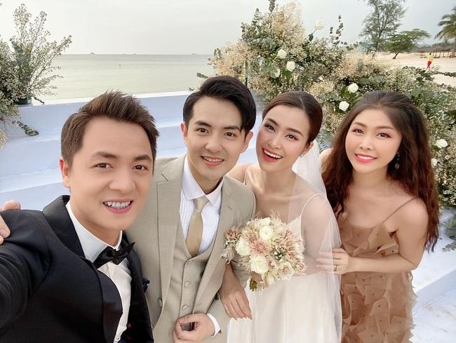 Toàn cảnh đám cưới siêu thế kỷ của Đông Nhi và Ông Cao Thắng: Cô dâu chú rể khóc hết nước mắt khi nhảy cùng bố mẹ hai bên - Ảnh 22.