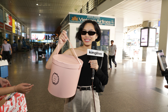 Dàn sao Vbiz đổ bộ sân bay chuẩn bị tới Phú Quốc để dự đám cưới Đông Nhi - Ông Cao Thắng - Ảnh 10.