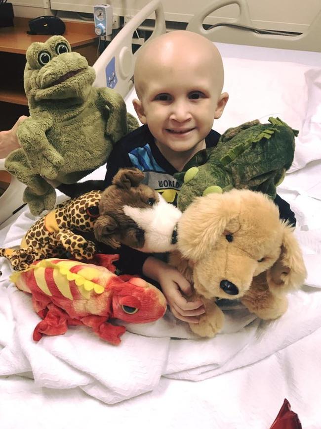 Nghẹn lòng với lời nhắn nhủ của cậu bé bị ung thư dành cho mẹ trước lúc ra đi  - Ảnh 2.
