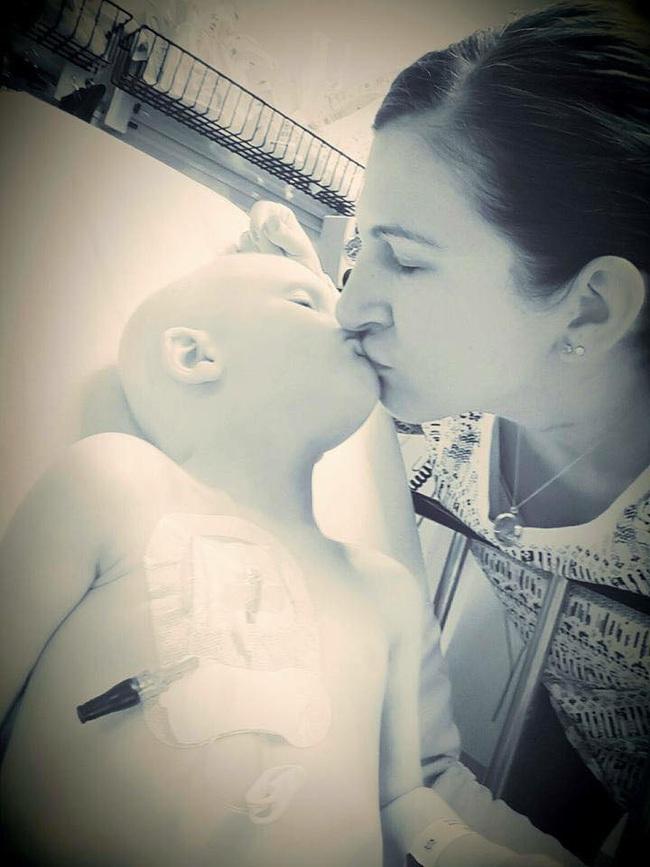 Nghẹn lòng với lời nhắn nhủ của cậu bé bị ung thư dành cho mẹ trước lúc ra đi  - Ảnh 3.