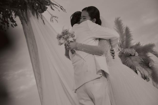 Toàn cảnh đám cưới siêu thế kỷ của Đông Nhi và Ông Cao Thắng: Cô dâu chú rể khóc hết nước mắt khi nhảy cùng bố mẹ hai bên - Ảnh 47.