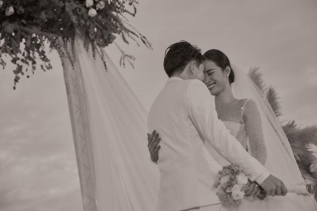 Mãn nhãn với bộ ảnh cưới đẹp như mơ dưới chiều hoàng hôn của Đông Nhi - Ông Cao Thắng  - Ảnh 3.