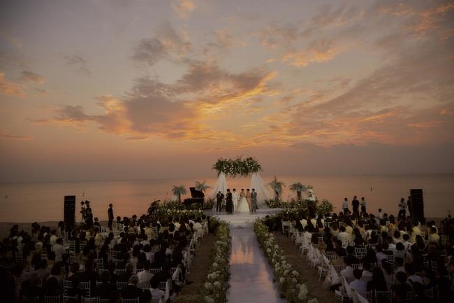 Mãn nhãn với bộ ảnh cưới đẹp như mơ dưới chiều hoàng hôn của Đông Nhi - Ông Cao Thắng  - Ảnh 11.