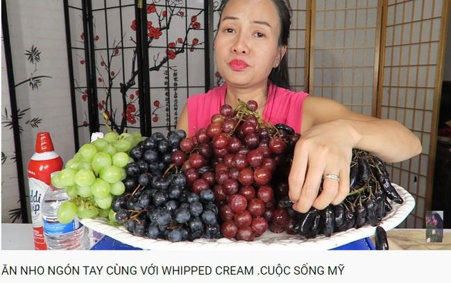 Vinh Nguyễn Thị - vlogger dũng cảm nhất giới Youtube: Sẵn sàng thử các loại đồ ăn thối nhất, chuyên gia ăn ớt thử độ bền của lưỡi - Ảnh 13.