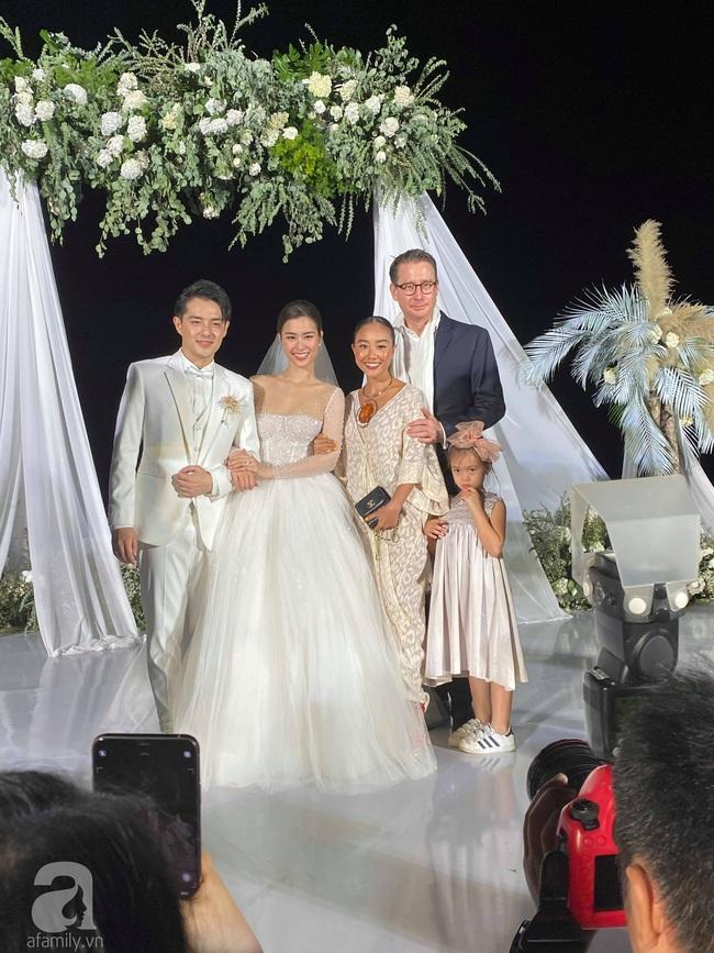 Toàn cảnh đám cưới siêu thế kỷ của Đông Nhi và Ông Cao Thắng: Cô dâu chú rể khóc hết nước mắt khi nhảy cùng bố mẹ hai bên - Ảnh 42.