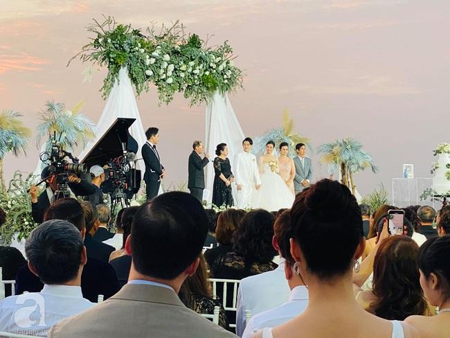 Toàn cảnh đám cưới siêu thế kỷ của Đông Nhi và Ông Cao Thắng: Cô dâu chú rể khóc hết nước mắt khi nhảy cùng bố mẹ hai bên - Ảnh 29.